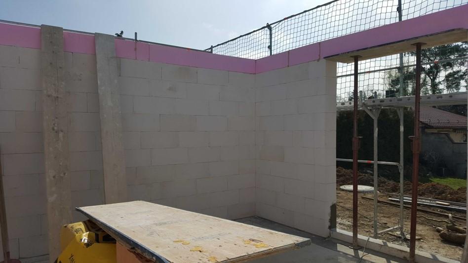 Die Mauer des Erdgeschosses