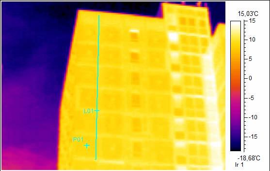 Thermographie Foto, Unsaniertes Plattenbauhochhaus